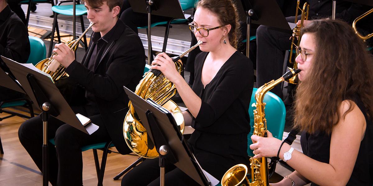 Le POP ORCHESTRA se présente : orchestre symphonique avec Big Band avec une formation de qualité pour les jeunes musiciens de 12 à 25 ans